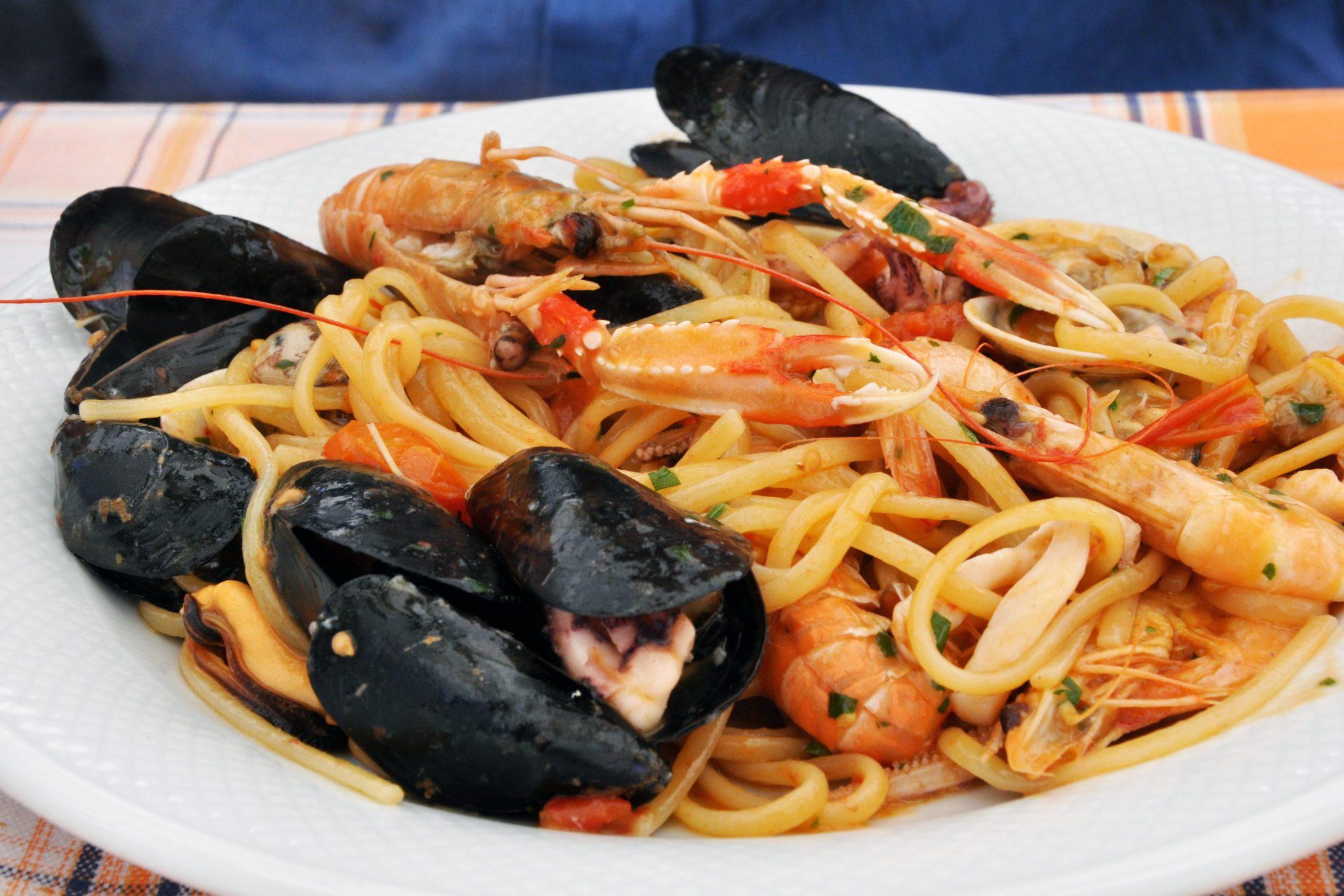 11 Dining Etiquette Mistakes Not To Make In Italy