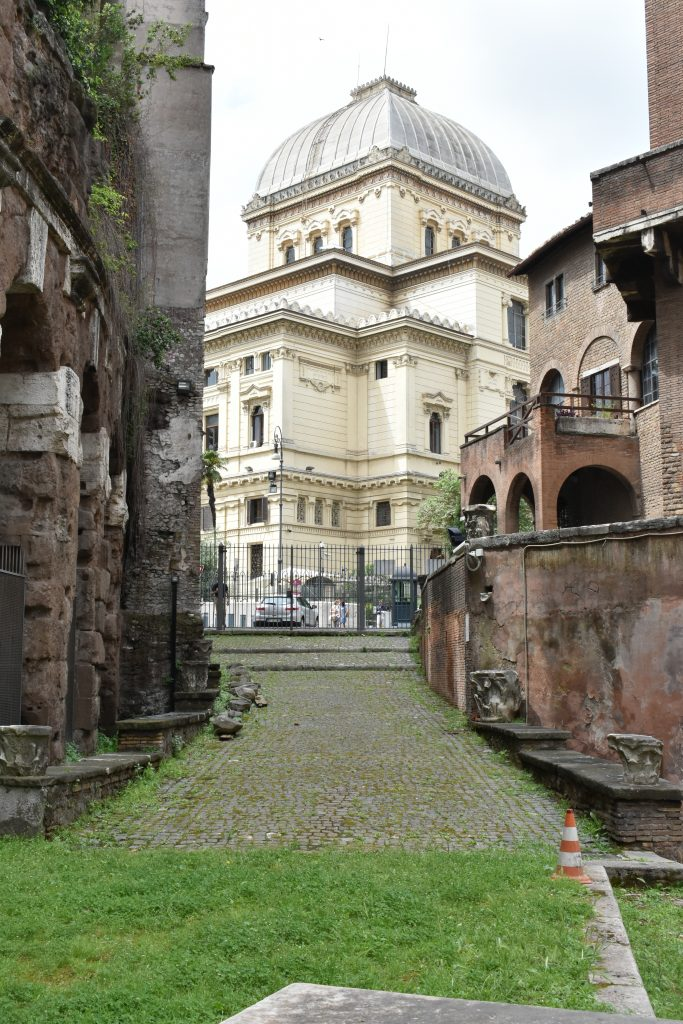 What to see in JEwish Ghetto the synagogue